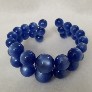 1940's GRADUATED MOONGLOW memory wire bracelet